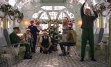 画像: http://about.hm.com/en/media/news/general-2016/wes-anderson-directs-hm-holiday-film.html