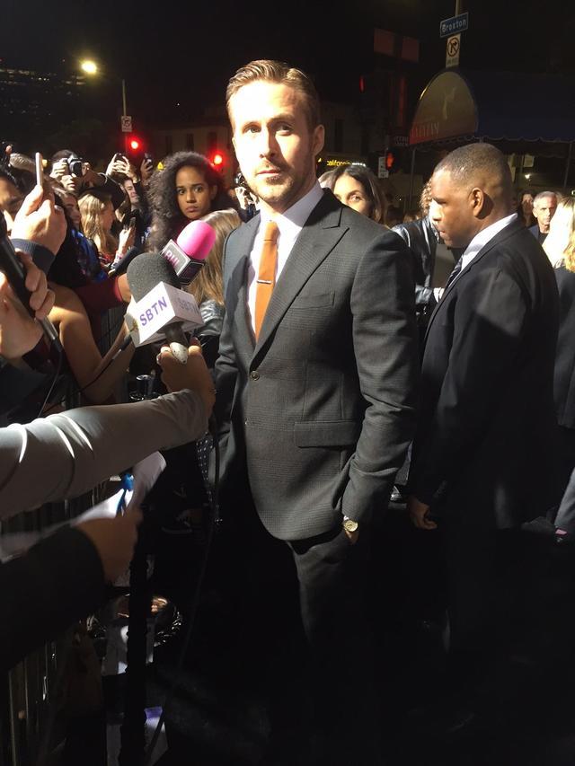 画像5: EW0001: Sebastian (Ryan Gosling) and Mia (Emma Stone) in LA LA LAND.  Photo courtesy of Lionsgate.© 2016 Summit Entertainment, LLC. All Rights Reserved.