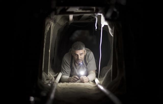 """画像: 完璧な現金強奪計画。最大の武器は""""動かない下半身(からだ)""""。『エンド・オブ・トンネル』"""