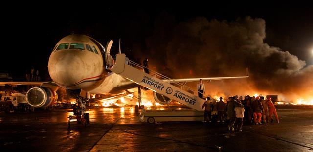 画像: 大地と戦え!地獄からのTAKE OFF!!『フライト・クルー』