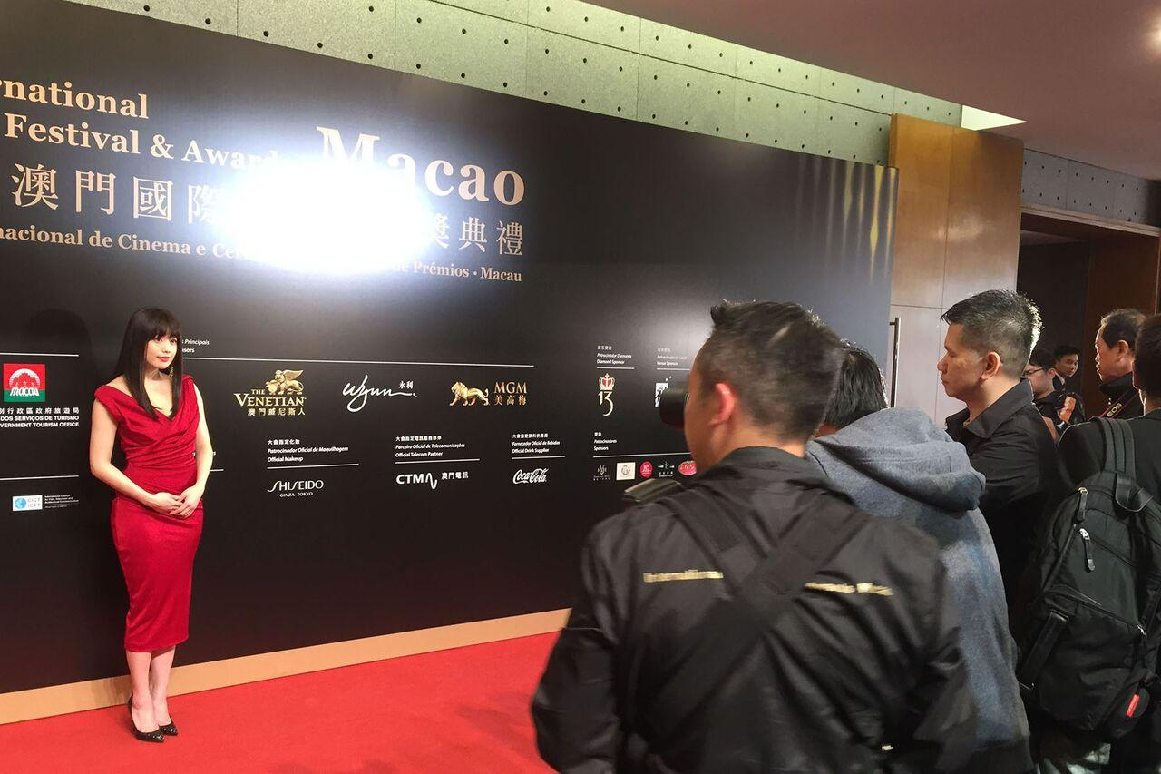 画像2: 園子温監督から「行ってこい!」と背中を押され、念願叶った! 女優・冨手麻妙が、初の主演映画『アンチポルノ』をひっさげ国際映画祭デビュー!