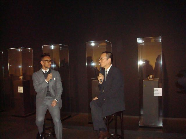 画像: 十五代 樂吉左衞門氏(右)と中田英寿氏(左)の対談風景