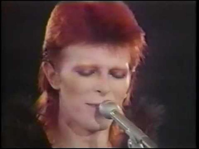 画像: David Bowie & Marianne Faithfull - I've Got You Babe (Live at Marquee Club 1973) youtu.be