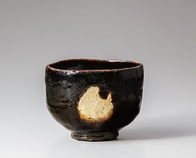 画像: 三代 道入 黒樂茶碗 銘 青山 重要文化財 江戸時代(十七世紀) 樂美術館蔵