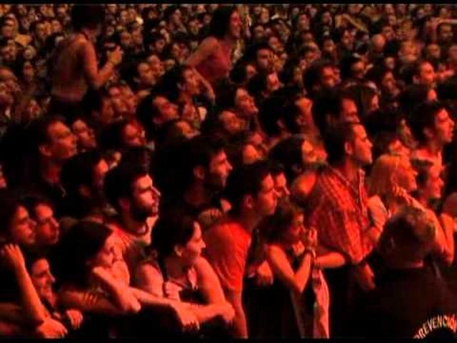 画像: Emir Kusturica & The No Smoking Orchestra Live In Buenos Aires 2005.avi youtu.be