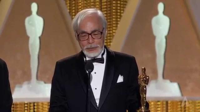 画像: Hayao Miyazaki receives an Honorary Award at the 2014 Governors Awards youtu.be