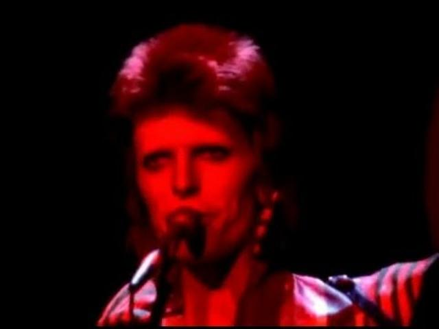 画像: David Bowie - Changes (Live) youtu.be