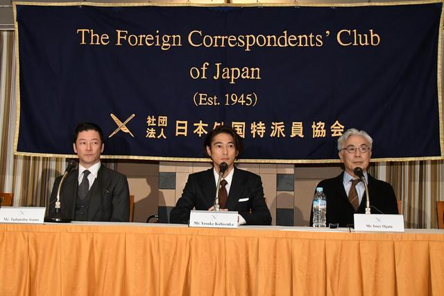 画像: 記者会見に並ぶ浅野忠信、窪塚洋介、イッセー尾形