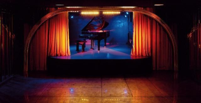 画像: http://goparis.about.com/od/parisbarsandclubs/ss/Silencio-Club-In-Paris.htm