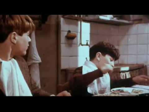 画像: Amarcord Trailer (Federico Fellini, 1973) youtu.be