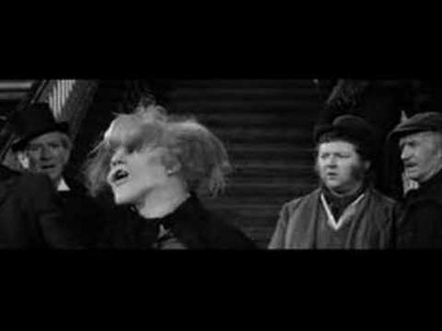 画像: The Elephant Man - Train Station Scene youtu.be