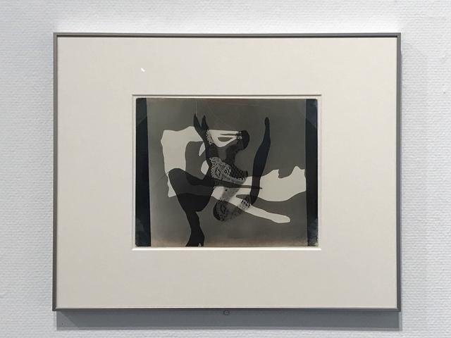 画像: 『眠りの理由』より、1936年、ゼラチン・シルバー・プリント、東京国立近代美術館蔵