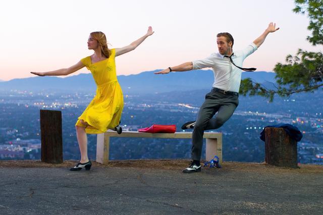 画像1: © 2017 Summit Entertainment, LLC. All Rights Reserved. EW0001: Sebastian (Ryan Gosling) and Mia (Emma Stone) in LA LA LAND.Photo courtesy of Lionsgate.