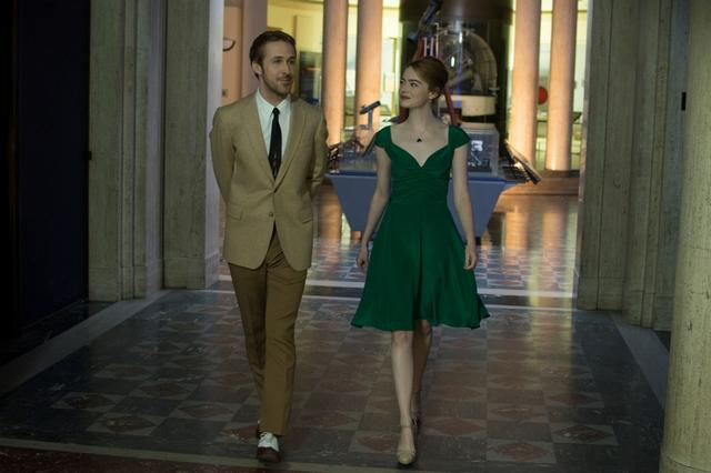画像9: © 2017 Summit Entertainment, LLC. All Rights Reserved. EW0001: Sebastian (Ryan Gosling) and Mia (Emma Stone) in LA LA LAND.Photo courtesy of Lionsgate.