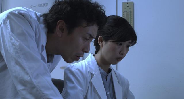画像: 人間の脳波実験をめぐるこの映画は、サスペンスか、SF か、それとも究極のラブストーリーか?