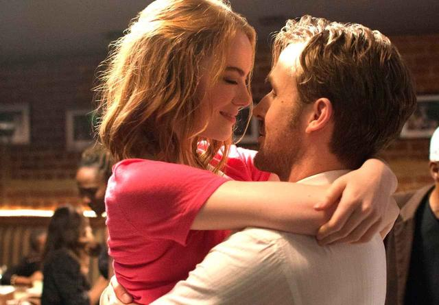 画像1: © 2016 Summit Entertainment, LLC. All Rights Reserved. Photo credit: EW0001: Sebastian (Ryan Gosling) and Mia (Emma Stone) in LA LA LAND.Photo courtesy of Lionsgate.