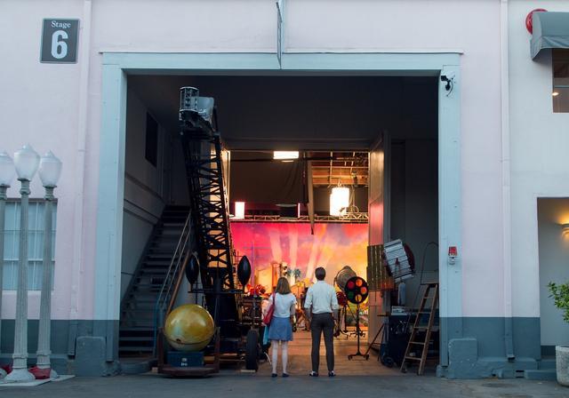 画像13: © 2017 Summit Entertainment, LLC. All Rights Reserved. Photo credit:  EW0001: Sebastian (Ryan Gosling) and Mia (Emma Stone) in LA LA LAND.Photo courtesy of Lionsgate.