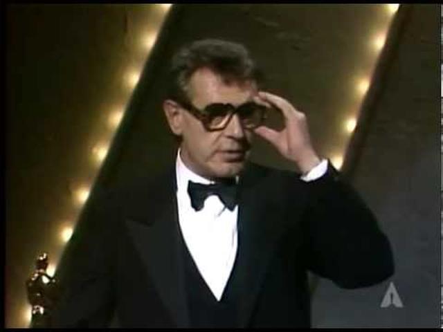"""画像: Milos Forman winning the Oscar® for Directing """"Amadeus"""" youtu.be"""