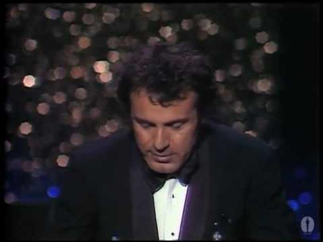 画像: Milos Forman Wins Best Director: 1976 Oscars youtu.be