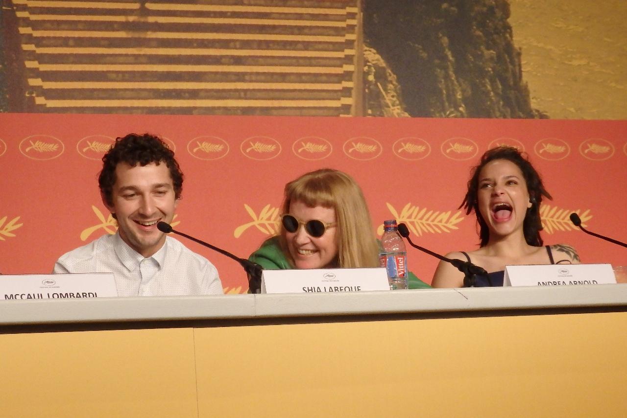 画像: 左からシャイア・ラブーフ、アンドレア・アーノルド監督、サシャ・レーン Photo by Yoko KIKKA