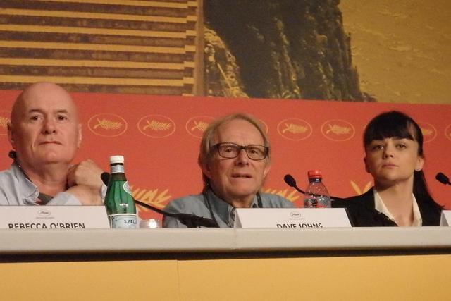 画像: 左からデイヴ・ジョーンズ、ケン・ローチ監督、ヘイリー・スクワイアーズ Photo by Yoko KIKKA