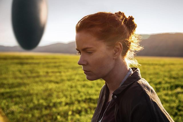 画像: http://screenrant.com/arrival-movie-reviews-preview/