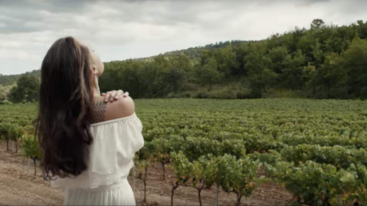 画像: Terrence Malick takes a break from making movies that look like perfume ads to make a perfume ad