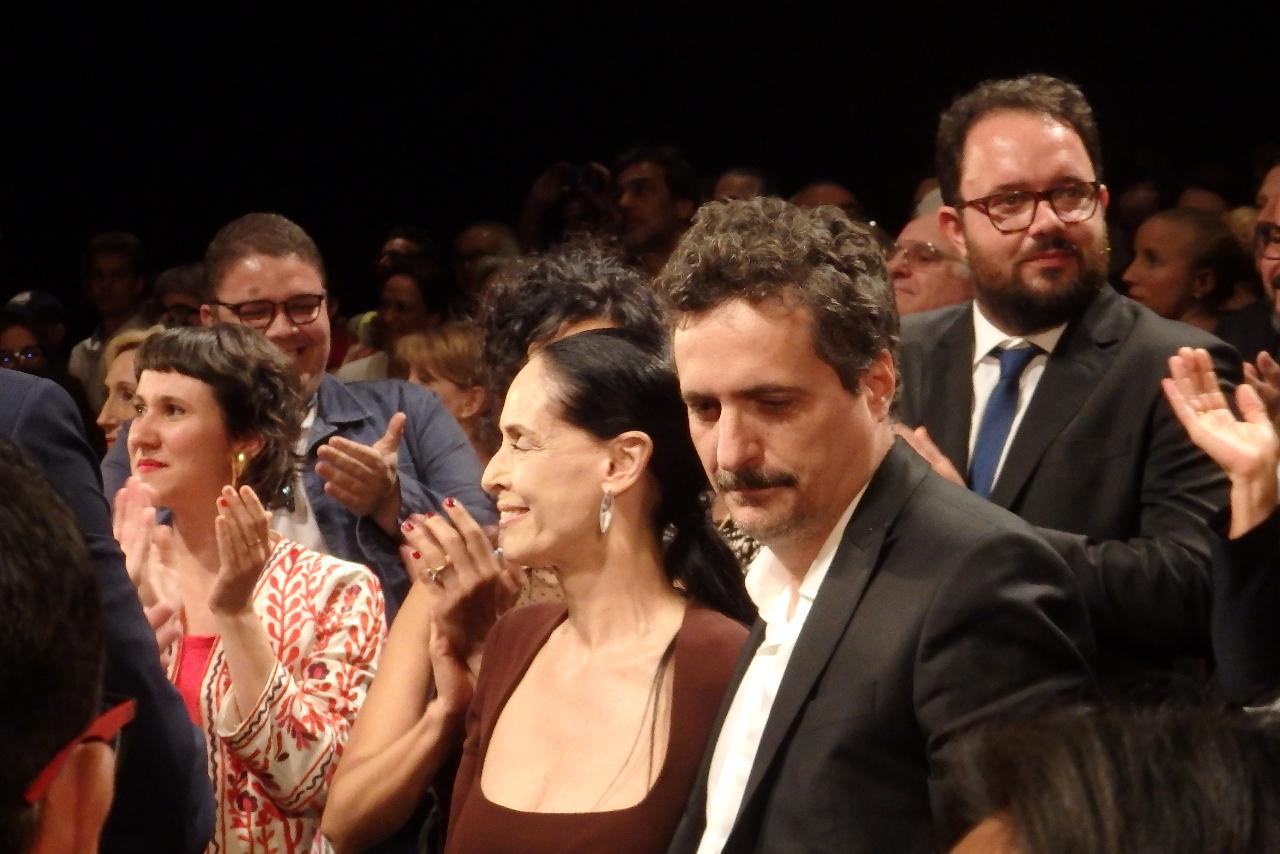 画像: 正式上映後の『アクエリアス』組:ソニア・ブラガとメンドンサ・フィリオ監督 Photo by Yoko