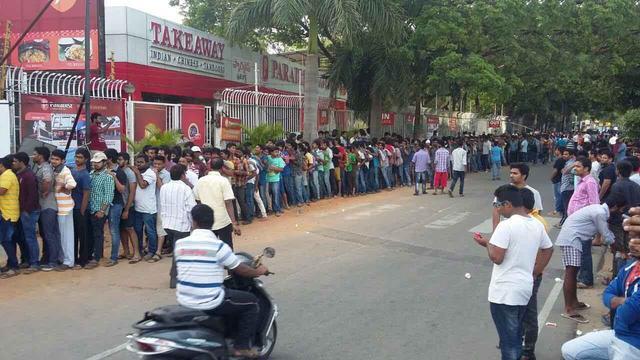 画像: Baahubali's Ticket Line in Hyderabad Yesterday Was a Kilometre Long –