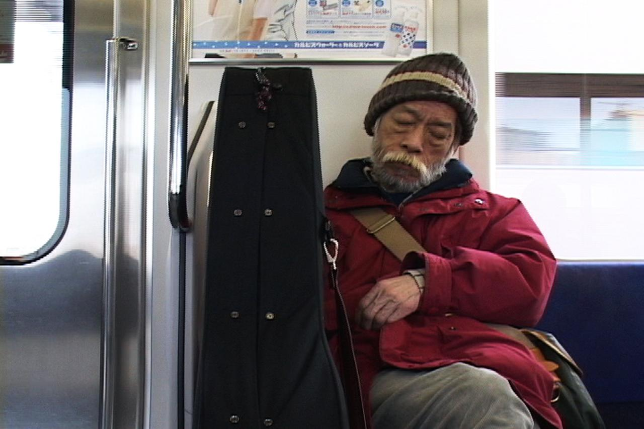 """画像3: 12年前突然亡くなった高田渡!でも""""タカダワタルハ、イキテル!""""『まるでいつもの夜みたいに~高田渡 東京ラストライブ』公開!"""