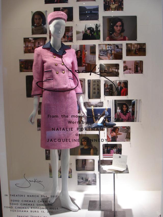 画像: ■銀座本店では、「ジャッキーといえばこの衣装!」とイメージする人も多いであろう、ケネディ暗殺事件当日に着用していたピンクのシャネルスタイルスーツ。