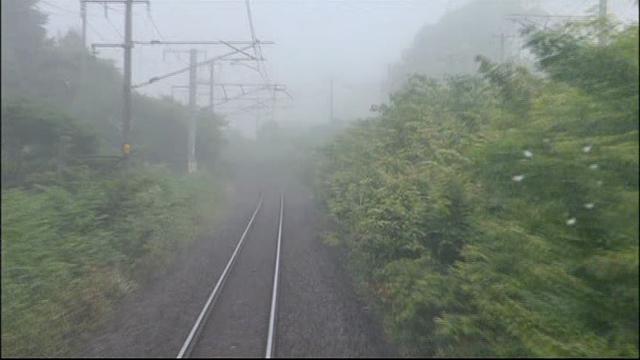 画像: 霧で覆われた三沢 不思議な寺山ワールドに入っていく motion-gallery.net