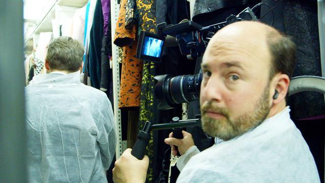 画像: 監督、撮影、編集 アンドリュー・ロッシ イェール大学卒業後、ハーバード・ロー・ スクールを卒業。ハーバード・ロー・ドキュメンタリー・スタジオを共同設立した。04年、初ドキュメンタリー映画「Eat This New York」を発 表。11年には「ニューヨーク・タイムズ」紙の内情を追う「Page One」を撮影、監督、製作 し、デデンバー、フェニックス、オクラホマ、サンディエゴ、ダラス・フォートワースの各映画批評 家協会より、最優秀ドキュメンタリー映画にノミネート。エミー賞ニュース&ドキュメンタリー賞 の2部門にもノミネートされた。14年には学生ローンの功罪を検証する『学歴の値段 〜集 金マシーン化した米大学の真実〜』(未)を監督。人気映画サイトのインディワイヤーの 2014年最優秀ドキュメンタリーに選ばれると同時に、エミー賞ニュース&ドキュメンタリー賞 のビジネス及び経済報道部門賞にノミネートされた。映画以外にHBOのドキュメンタリー 番組も手掛けている。