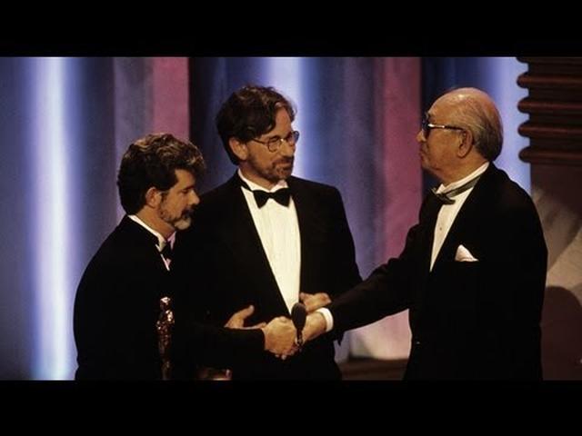 画像: Akira Kurosawa Receives an Honorary Award: 1990 Oscars youtu.be