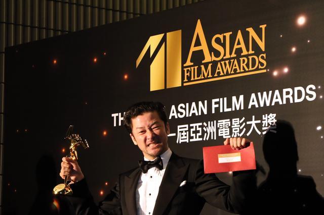 画像: 喜びの表情?! 浅野忠信 ©Asian Film Awards