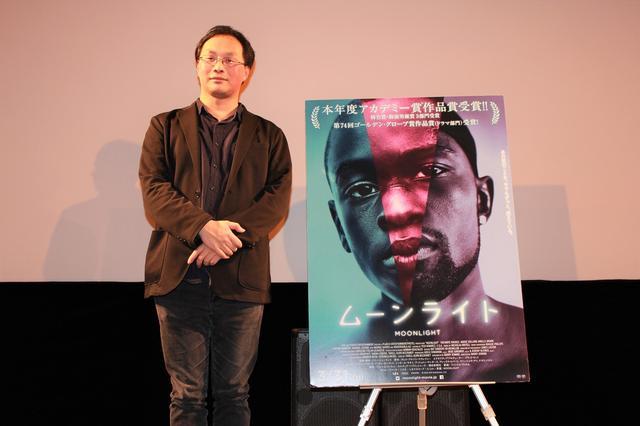 画像: 壇上に立つ深田晃司監督