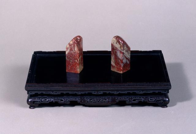 画像: 鶏血石印材(紫檀銀象嵌印材台)