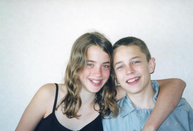 画像: 2002年の来日時のアデル・エネル。右は兄役で共演したヴァンサン・ロティエ Photo by Yoko KIKKA