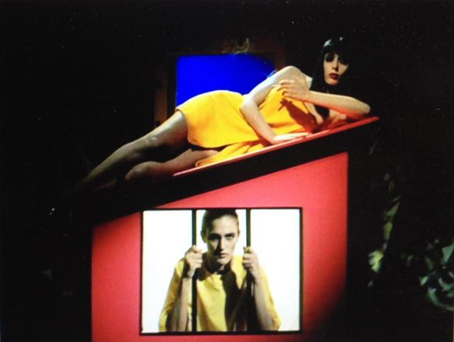 画像: Dr.Caligari『Dr.カリガリ』(日本未公開)1989 ※リンス・ドリーム監督。1920年代の「カリガリ博士」の末裔がマッド・サイエンティストとして人の脳髄で20年代の「カリガリ博士」再生の実験をするというソフトコア・ポルノ。極めて前衛的な映像表現の傑作。