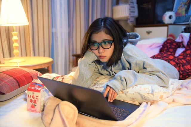画像1: 主演を務め、本作で映画初主演となる女優・松岡茉優