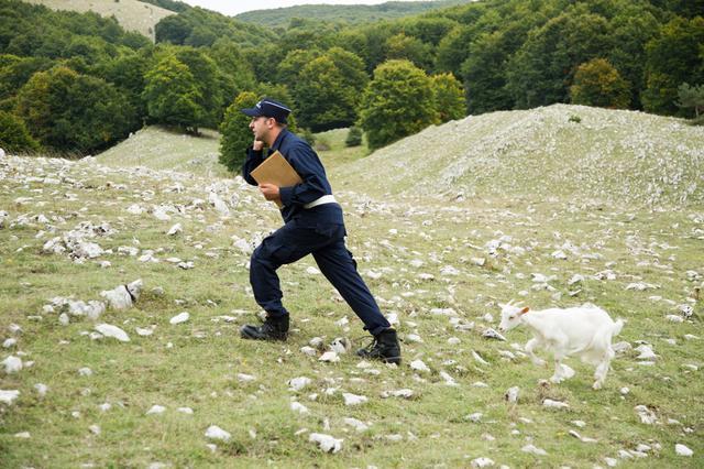 画像3: 陽気なイタリア人もあまりの抱腹絶倒で、興収記録を塗り替えたメガヒットコメディ『Viva!公務員』日本予告が公開!!