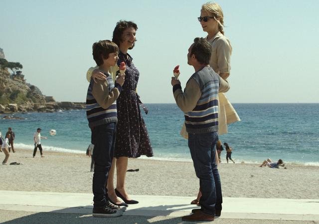 画像: 完璧!<5> 海辺でデート。自分と同じ洋服を着ている子供に出会ってしまった。それでも、平気なアレクサンドル。 一緒にいる、ディアーヌは…?