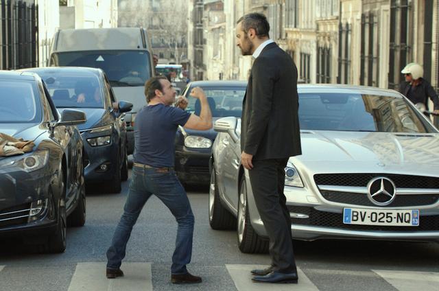 画像: 完璧!<3> 自分の背の低さをジョークにしてしまえる、心の器の大きいアレクサンドル。 だから大男との対決も平気!