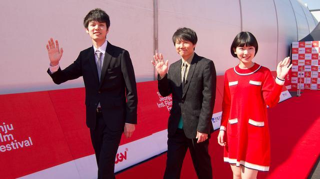 画像1: 萩原利久 小川紗良主演『イノセント 15』全州国際映画祭レポート到着!甲斐博和監督は、今後、日韓合同合作も見据えると--