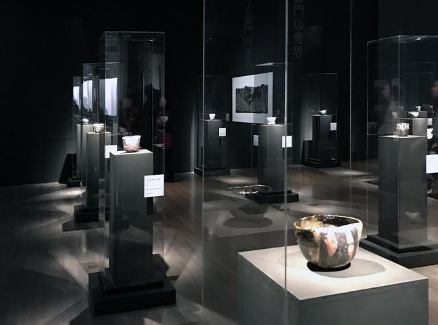 画像: 十五代  吉左衛門の作品を集めた展示室風景 photo©cinefil