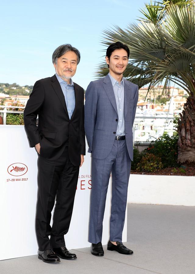 画像: 左より黒沢清監督、松田龍平 ©️Kazuko Wakayama