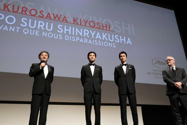 画像: 左より黒沢清監督、松田龍平、長谷川博己 ©️Kazuko Wakayama