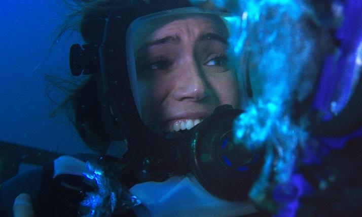 画像: 想像してください。もしも檻に入れられ、海底に置き去りにされたら― この夏、あなたはもう海に潜れない。