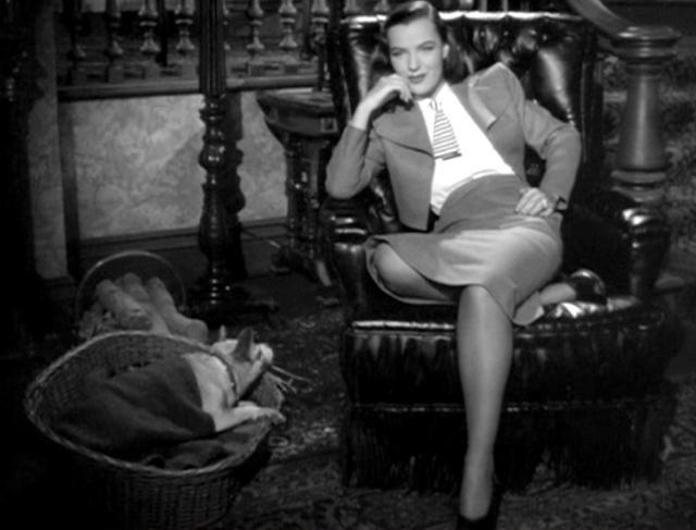 画像: ニューヨークから来たエラ・レインズのこのぞんざいな座り方がこのシーンの彼女の心理の表徴となっている