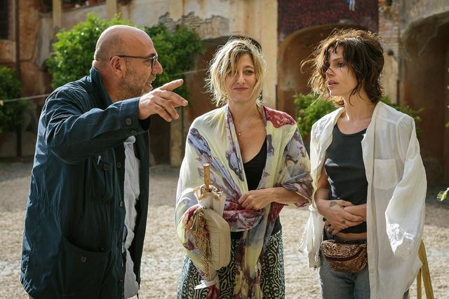 画像1: イタリア版アカデミー賞で5部門受賞!人生は悲しくて、でも愛おしい-最高の友情を手にした女たちの人生賛歌『歓びのトスカーナ』メイキング写真!